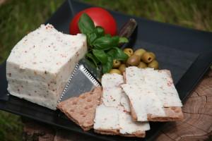 Garabonciás érlelt félkemény kecskesajt - Olasz fűszeres 100% teljes kecsketejből